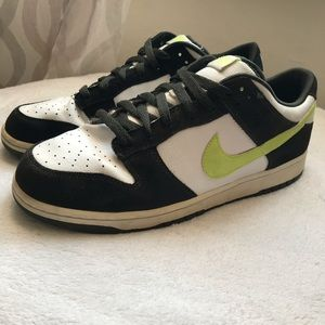 "Nike 6.0 Dunk Low ""Dark Army / Volt / White"""